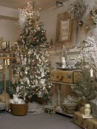 Beautiful and charming tabletop christmas trees decoration ideas 20