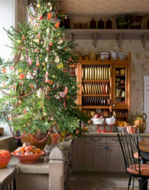 Beautiful and charming tabletop christmas trees decoration ideas 21