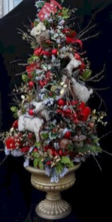 Beautiful and charming tabletop christmas trees decoration ideas 27
