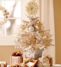 Beautiful and charming tabletop christmas trees decoration ideas 32