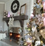 Cool christmas fireplace mantel decoration ideas 36