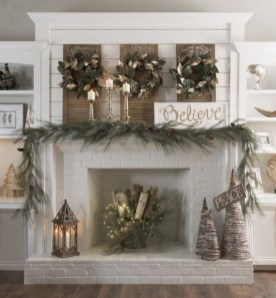 Cool christmas fireplace mantel decoration ideas 39