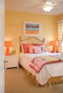 Cozy bedrooms design ideas with brilliant accent walls 07
