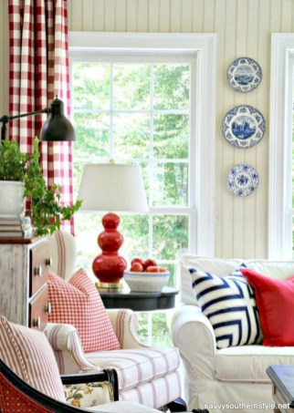 Gorgeous red and white living rooms ideas 25