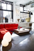 Gorgeous red and white living rooms ideas 31