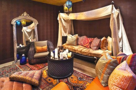 Relaxing moroccan living room decoration ideas 26