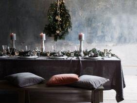 Simple rustic christmas table settings ideas 37
