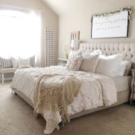 Beautiful farmhouse master bedroom decorating ideas 06