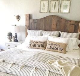 Beautiful farmhouse master bedroom decorating ideas 16