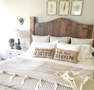 Beautiful farmhouse master bedroom decorating ideas 16