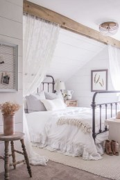 Beautiful farmhouse master bedroom decorating ideas 19