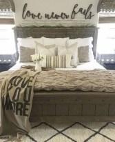 Beautiful farmhouse master bedroom decorating ideas 38
