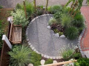 Beautiful small garden design ideas on a budget (28)