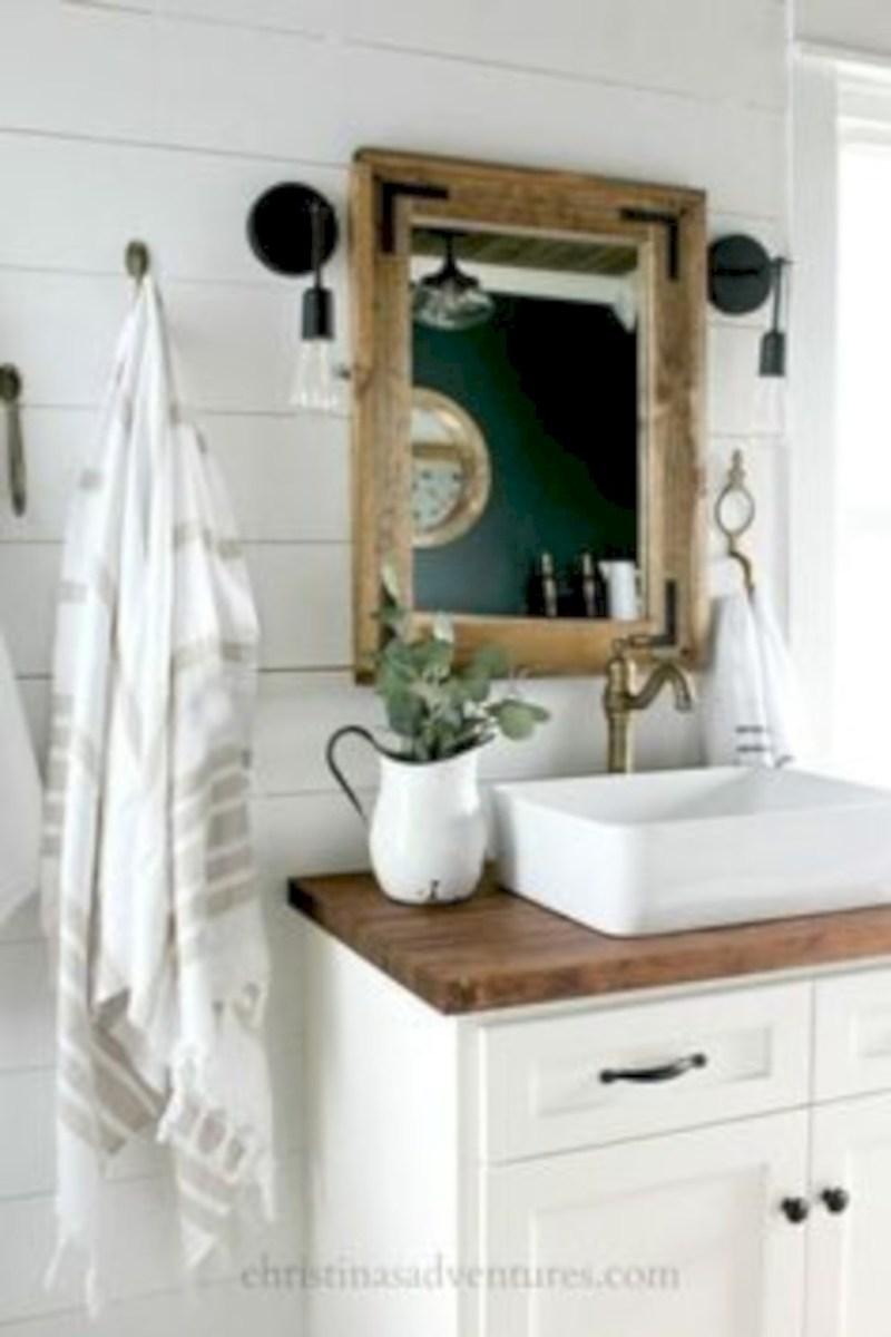 Captivating small farmhouse bathrooms decoration ideas (19)