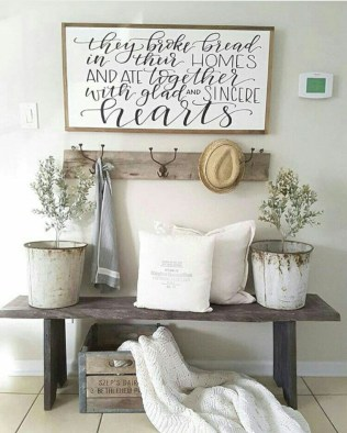 Catchy farmhouse rustic entryway decor ideas 09