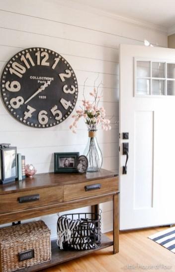 Catchy farmhouse rustic entryway decor ideas 26