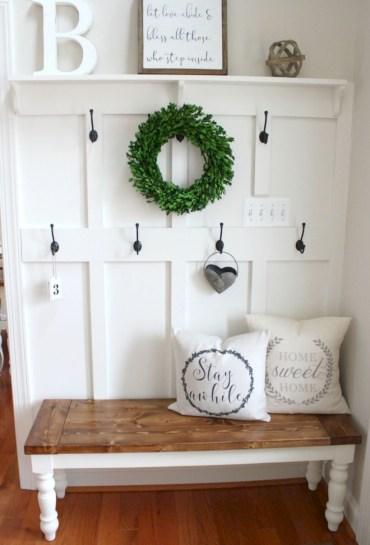 Catchy farmhouse rustic entryway decor ideas 27