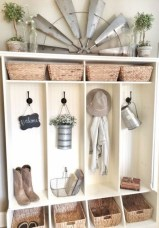 Catchy farmhouse rustic entryway decor ideas 31