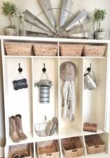 Catchy farmhouse rustic entryway decor ideas 31