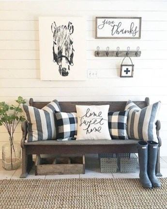 Catchy farmhouse rustic entryway decor ideas 43