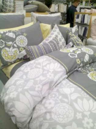 Comfy grey yellow bedrooms decorating ideas (39)