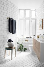 Cozy small scandinavian bathroom design ideas (14)