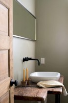 Simple and cozy farmhouse wooden bathroom inspirations ideas 10