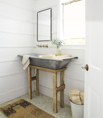 Simple and cozy farmhouse wooden bathroom inspirations ideas 14