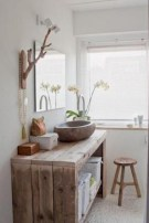 Simple and cozy farmhouse wooden bathroom inspirations ideas 21