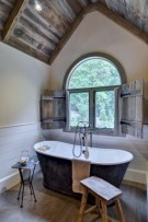 Simple and cozy farmhouse wooden bathroom inspirations ideas 22