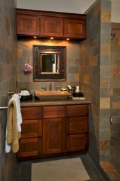 Simple and cozy farmhouse wooden bathroom inspirations ideas 27