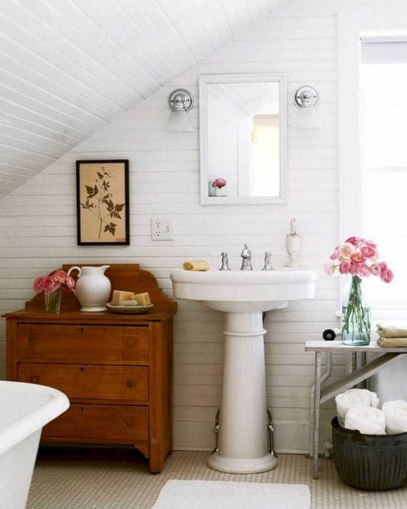 Stunning attic bathroom makeover ideas on a budget 05 - Round Decor