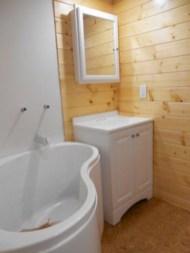 Totally brilliant tiny house bathroom design ideas (40)