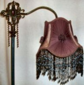 Vintage victorian lamp shades ideas for your bedroom (27)