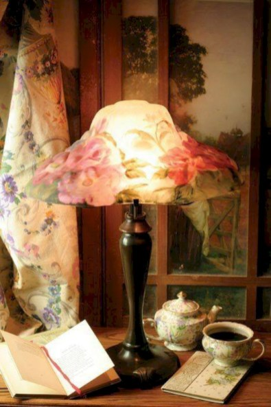Vintage victorian lamp shades ideas for your bedroom (29)