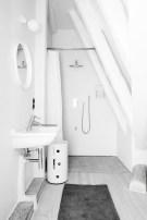 Cool attic bathroom remodel ideas 01