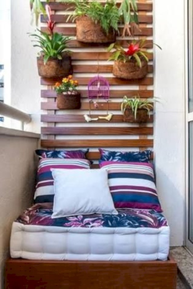 Cozy small balcony design decoration ideas 44