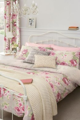 Romantic shabby chic bedroom decorating ideas 26