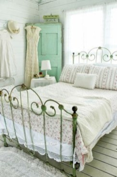 Romantic shabby chic bedroom decorating ideas 35