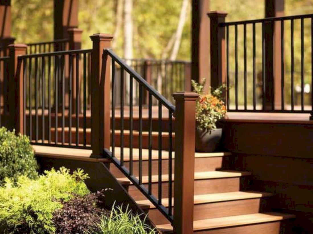Rustic farmhouse porch steps decor ideas 08