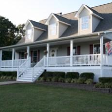 Rustic farmhouse porch steps decor ideas 19