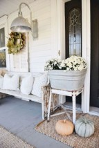 Rustic farmhouse porch steps decor ideas 38
