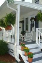 Rustic farmhouse porch steps decor ideas 39