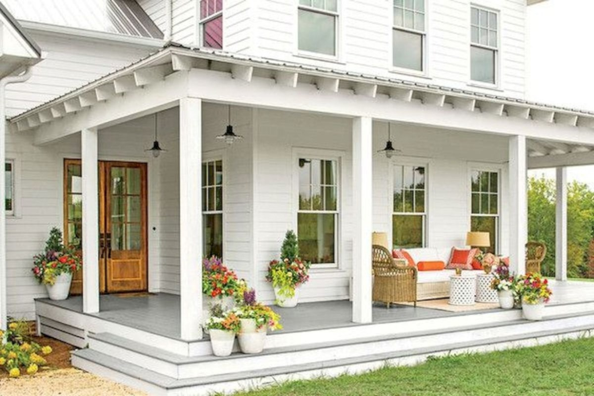 Rustic farmhouse porch steps decor ideas 42