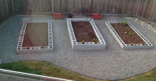 Adorable easy cinder block ideas for garden (29)