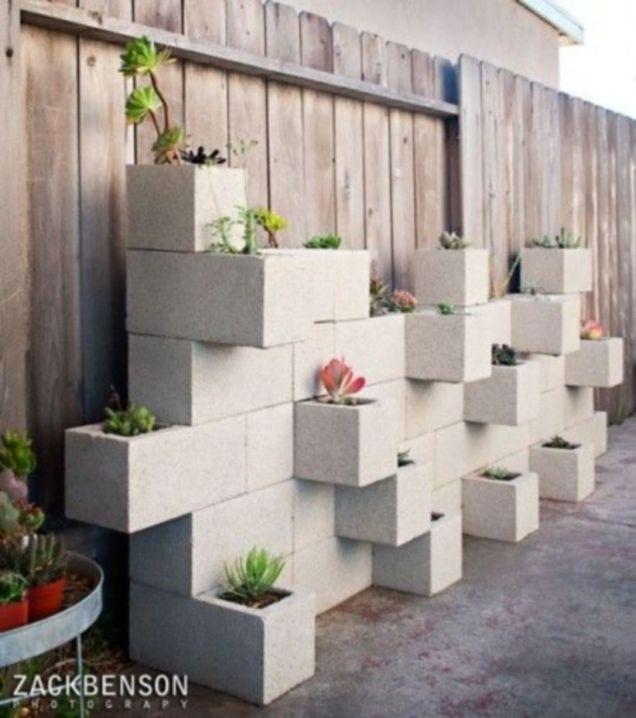 Adorable easy cinder block ideas for garden (49)