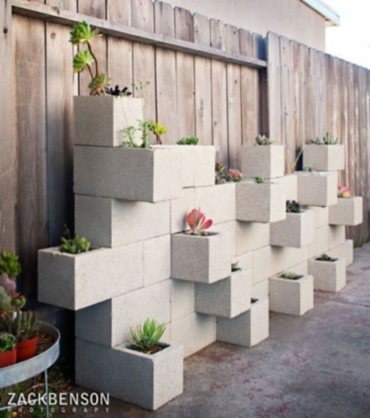 Adorable easy cinder block ideas for garden (49)
