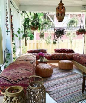 Amazing bohemian style living room decor ideas (18)