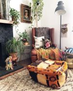 Amazing bohemian style living room decor ideas (24)