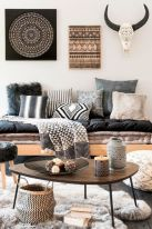 Amazing bohemian style living room decor ideas (31)